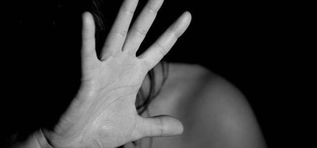 Violencia de género: un juez retira a un padre la guarda y custodia de su hija por abofetear a su expareja en un bar