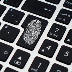 Protección de datos y control de jornada: ¿Puede tu empresa exigir la identificación por huella dactilar?