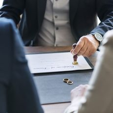 Divorcio y pensión compensatoria: ¿Qué ocurre si mi sueldo depende de la empresa de mi exmarido?