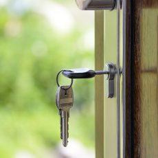 Uso de la vivienda familiar del divorciado que vive con sus hijos: ¿Puede perderse por convivir con una nueva pareja?